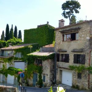 cagnes-village-hoiuses