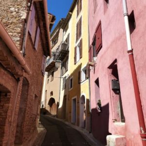 haut-de-cagnes-coloured-streets